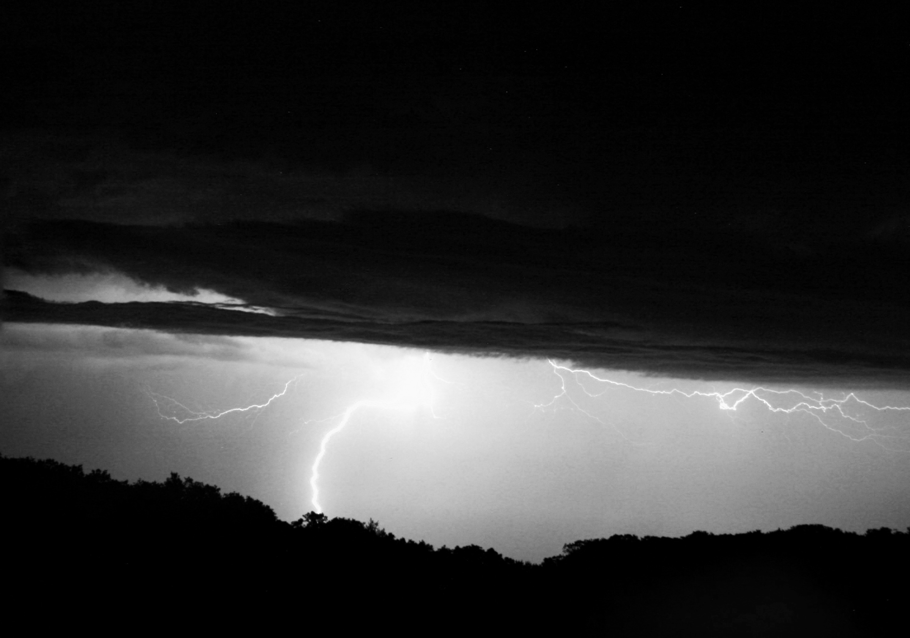 iowa-lightning-bw-2017.jpg