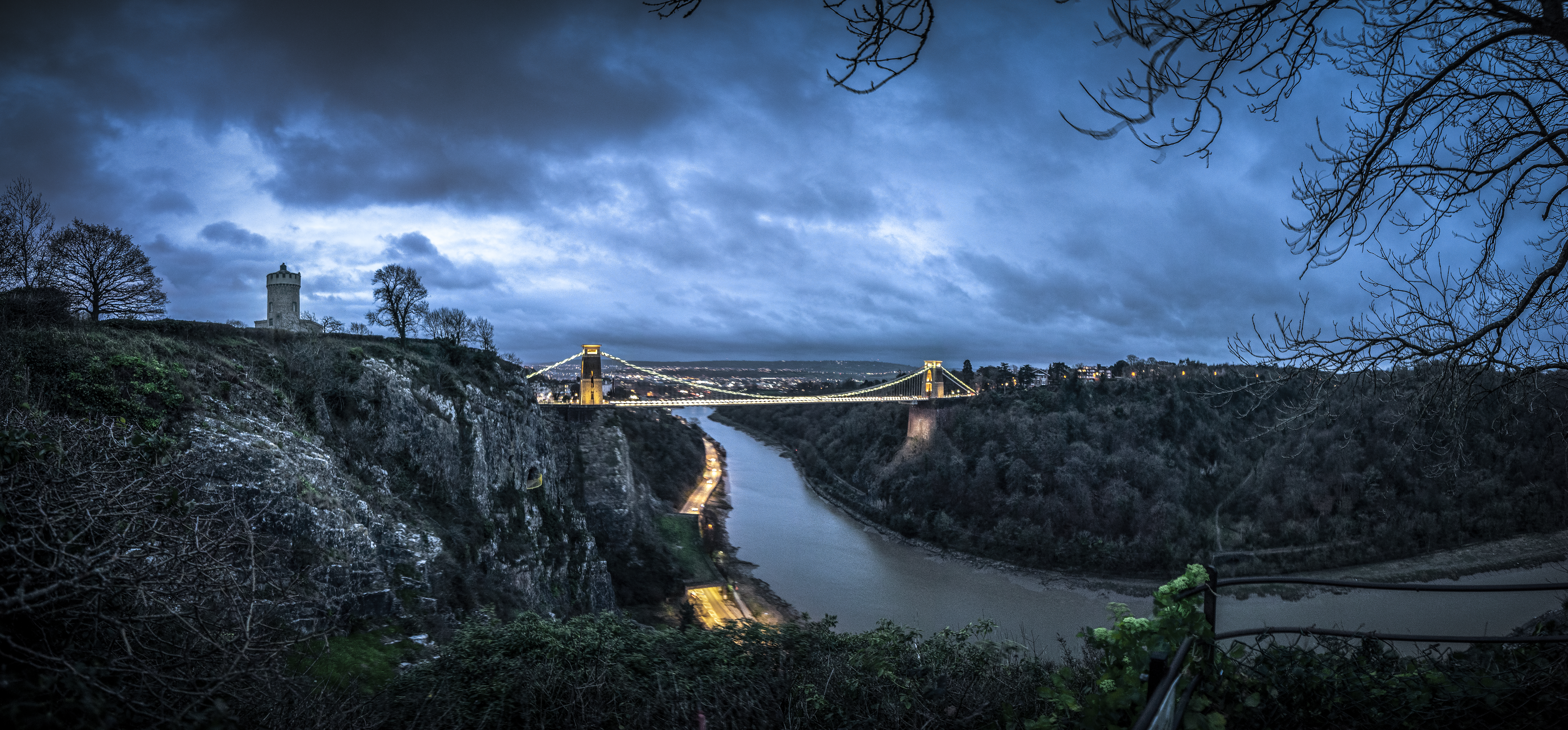 Clifton suspension bridge at dusk