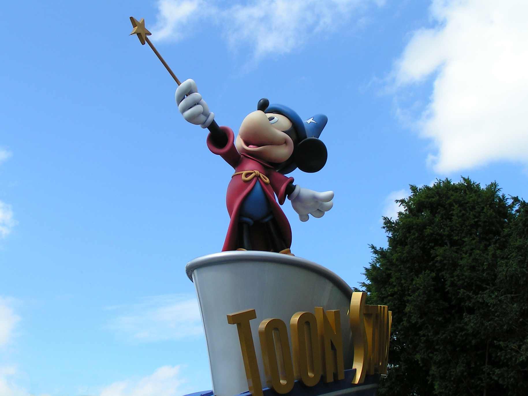 Mickey Mouse Statue Disneyland Paris.jpg