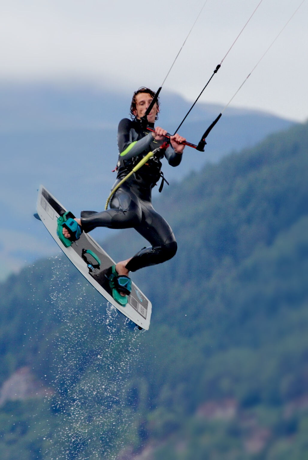 Kite surfer loch ness.