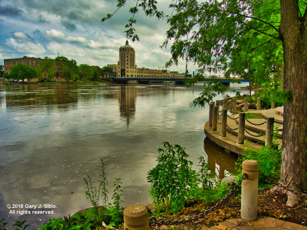 Rockord Register Star Building on the Rock River in Rockford, Illinois (2018-06-19 14-34-45a)