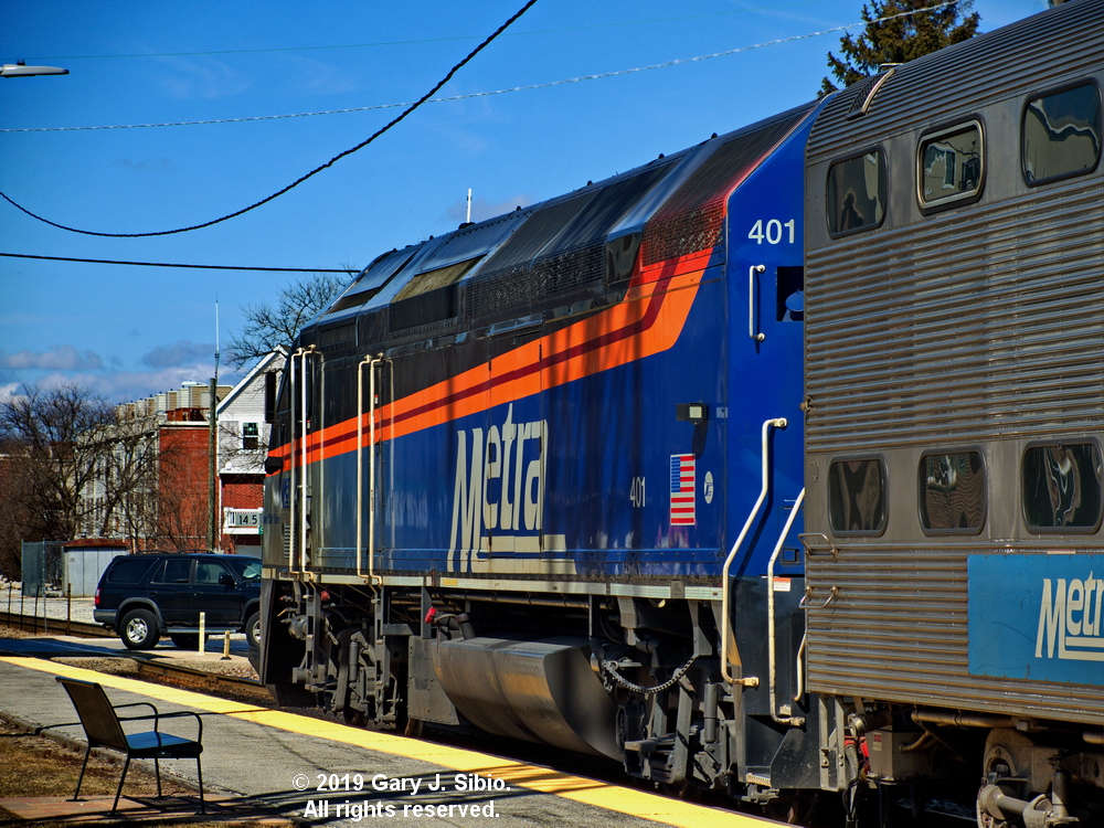 Southbound Metra Commuter Train at the Morton Grove Station (2019-03-16 13-51-11_02)