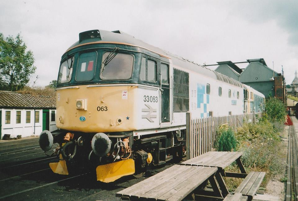 33063 @ Tunbridge Wells west Shed sep10 - Mike McDermot.jpg