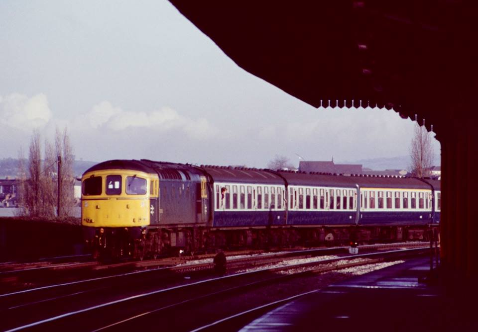 33065 approaching Newport Cardiff - Portsmouth 17dec83 - Neil Cannon.jpg