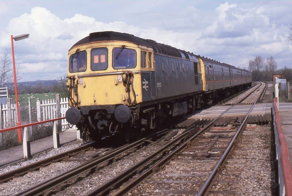 33102 pushing 4CEP1584 from Beltring 13apr89 - John Atkinson.jpg