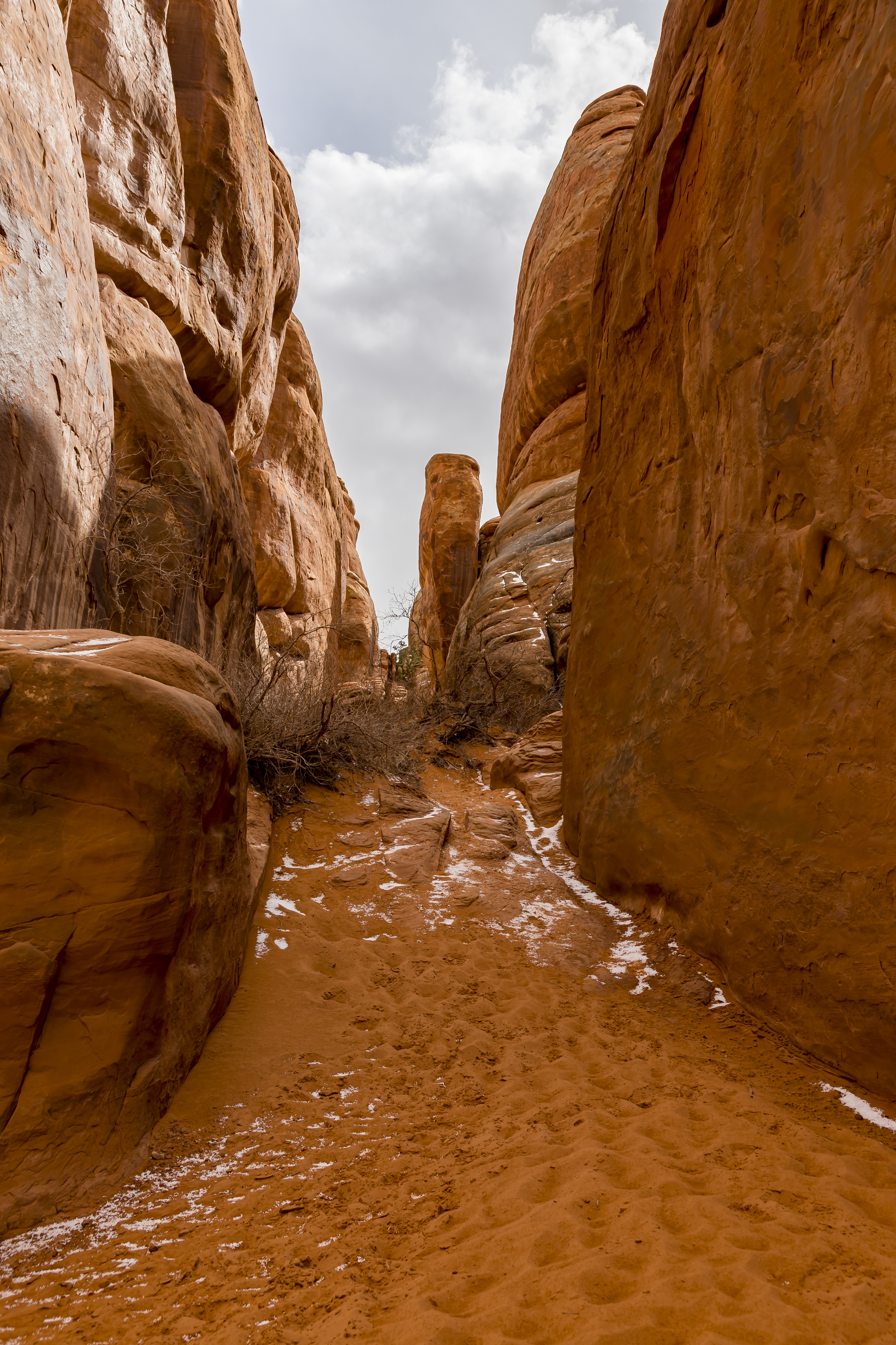 Sandstone Arch- Canyon walls