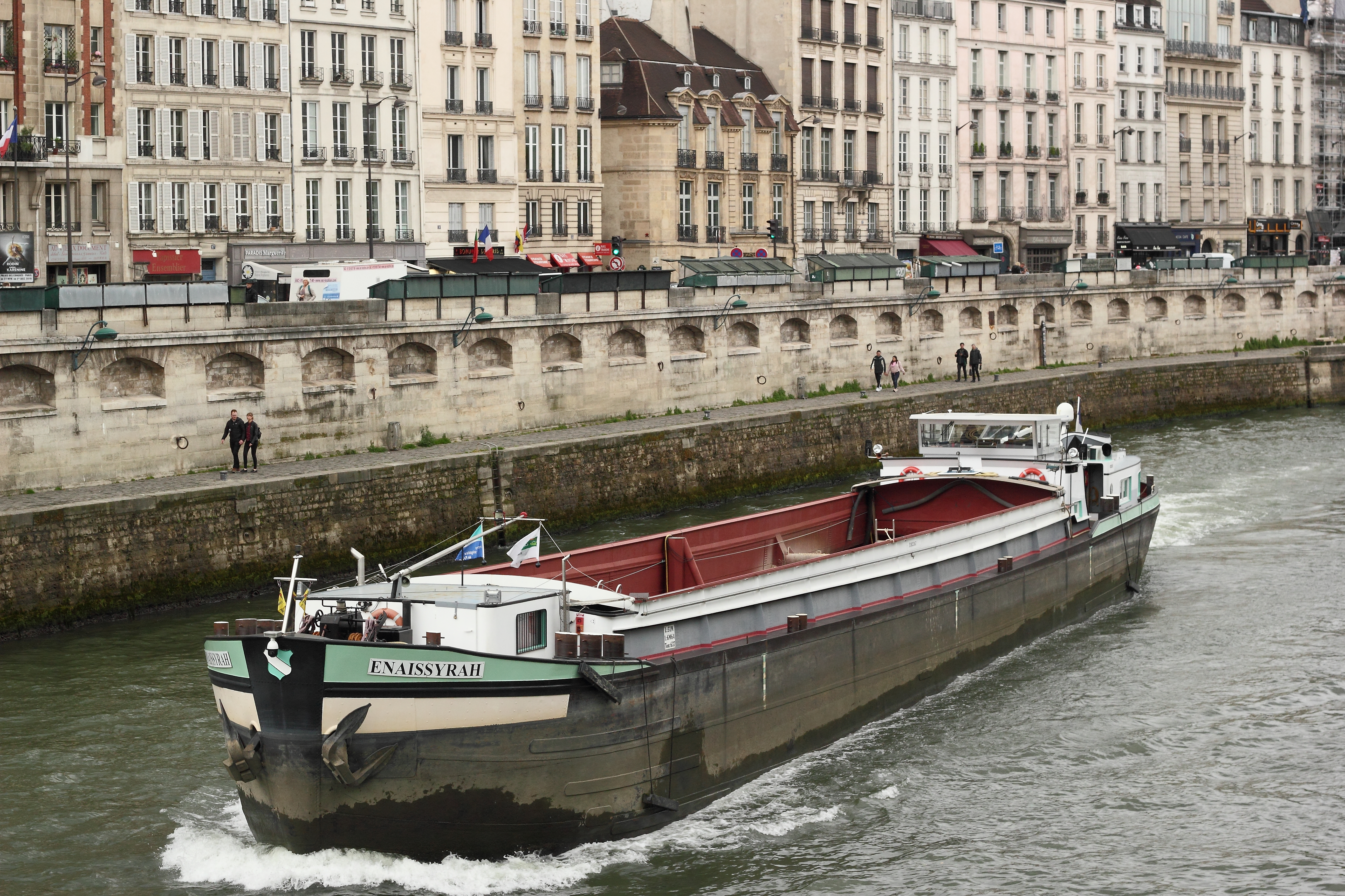 Barge by the Quai des Grands-Augustins