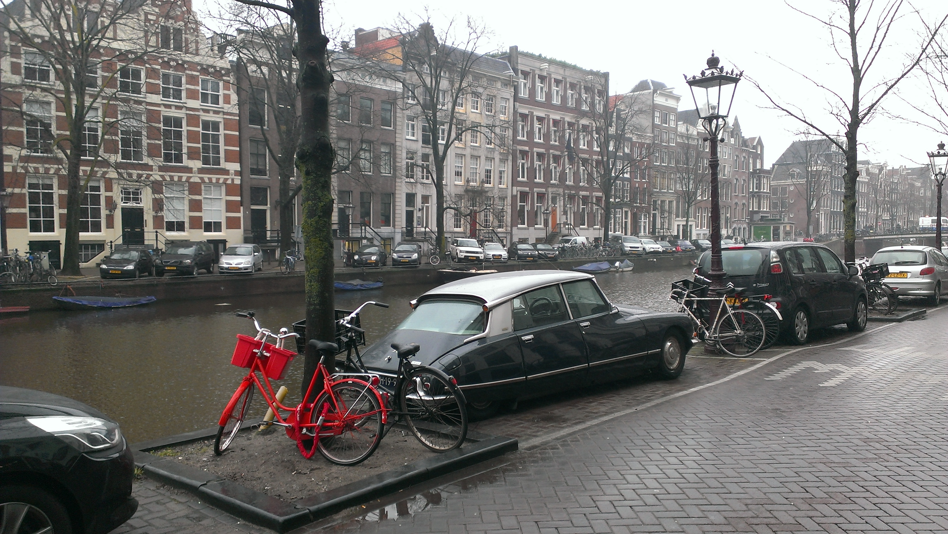 Citroen DS21 and a red bike in the Amsterdam