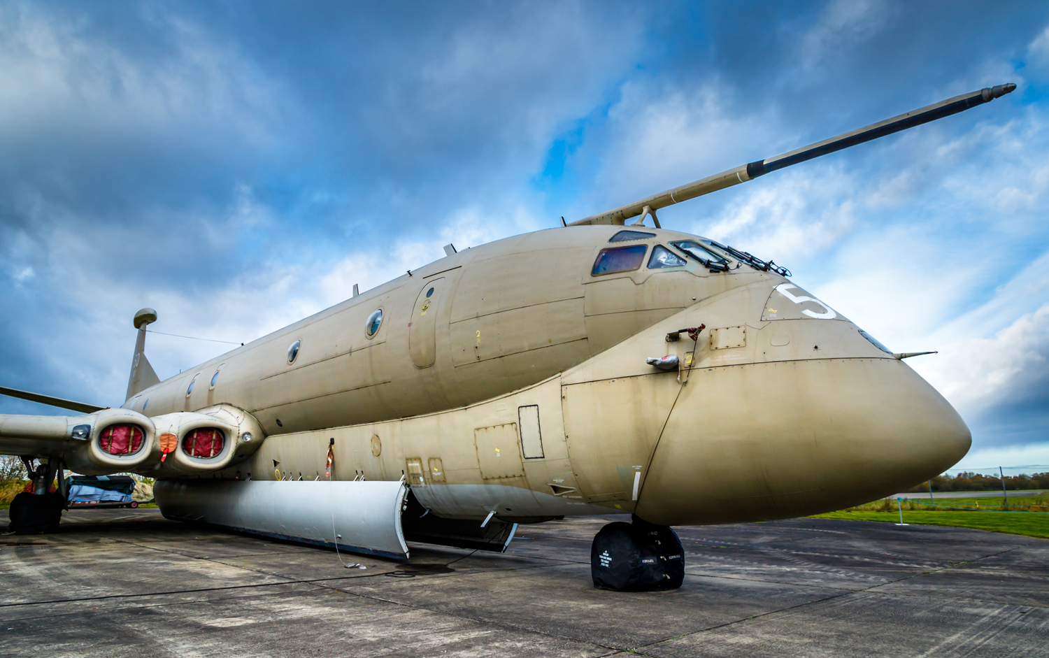 Hawker Siddeley Nimrod at the Yorkshire Air Museum.jpg